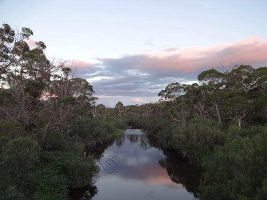 Abendstimmung am Fluss in Australien