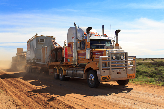 Road Train auf dem Oodnadatta Track