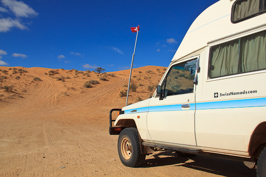 Unser Troopy vor der Big Red in der Simpson Desert